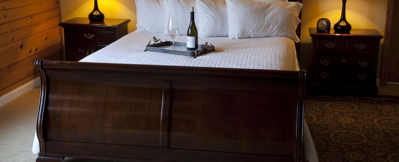 Double Eagle Deluxe Queen Suite Bed