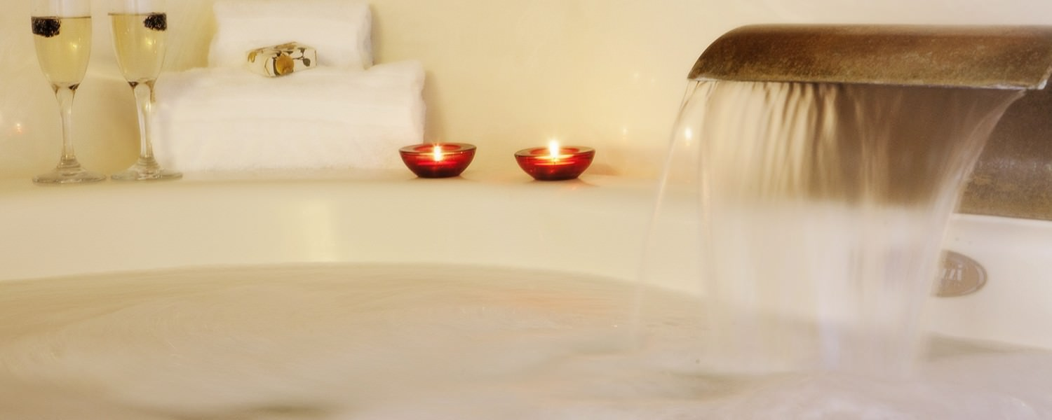 Morning Dove Suite bathtub