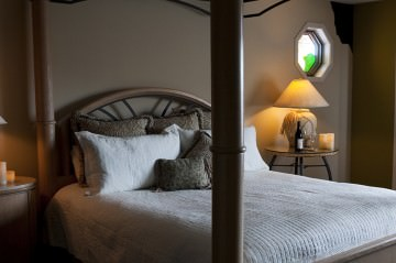 King Bed in Wilderness Retreat suite